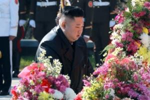 김정은, 中 6·25전쟁 참전 70주년 기념 중공군 열사능 참배