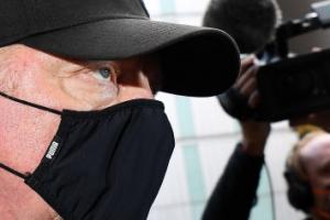 테니스 스타 보리스 베커, 은행빚 갚기 위한 트로피 안 내놔 법정에…