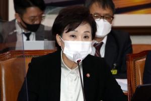 """김현미 """"월세 세액공제 및 임대소득 과제""""…'세금' 카드 또 꺼…"""