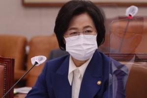 """추미애·조국,  '공개 비판' 검사 협공 """"검찰 개혁만이 답"""""""