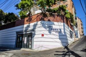 봉제 주름잡던 동네… 개발과 보존 사이 '박제된 시간'