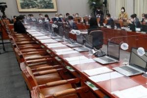 청와대 참모진 무더기 불출석에 운영위 靑국감 연기