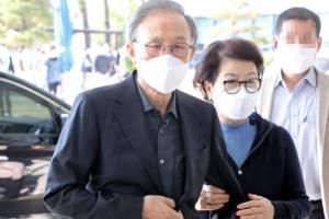 이명박 전 대통령, 김윤옥 여사와 서울대병원 진료