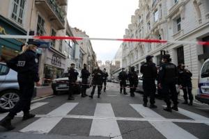 코로나 봉쇄령에 참수 테러까지…흉흉한 프랑스