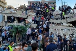 """터키 이즈미르에 규모 7.0 강진 """"최소 14명 사망, 400여명 부상"""""""