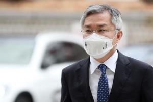 재판중인 최강욱…사법부·검찰 다루는 법사위行