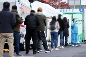 """코로나 확진자 다시 300명대…""""어제 300명 넘게 발생"""""""