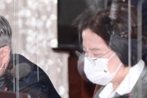 추미애 법무, 윤석열 검찰총장 직무 정지 및 징계 청구
