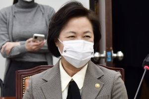 秋 중징계 강공  vs  尹 총장직 복귀… 이르면 새달 결판난다