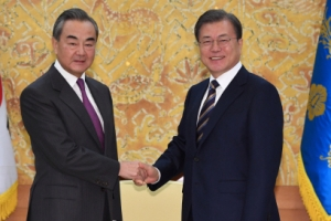 """文 """"중국과 함께 비핵화 협력""""… 한중, 北도발 억제 공감대 확인"""