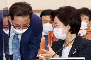 """법무부 검찰국 평검사들도 반발…""""장관에게 '부당 의견' 전해달…"""