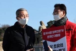 """김종인 """"秋 행위 역겨워…대통령 묵시적 허용 있었을 듯"""""""