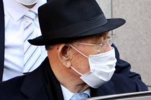 """""""시끄럽다"""" 시위대 향해 소리치는 전두환"""