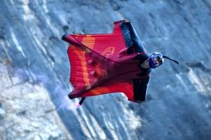 '영화 속 히어로처럼'… 中 윙수트 선수의 아찔한 비행