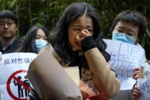 6년 전 인턴의 미투… 중국 TV스타 법정에 세웠다