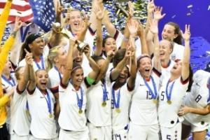FIFA, 여자 선수 출산휴가 제도 승인…최소 14주 유급