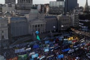 아르헨 상원, 코로나 대처 비용 부유층에 세금 걷는 법안 통과