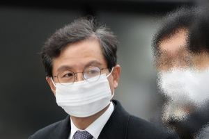검찰, '우리은행에 라임 청탁' 윤갑근에 징역 3년 구형