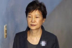 박근혜 전 대통령, 코로나19 확진자 밀접접촉…오늘 긴급 검사