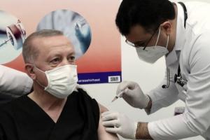 중국산 코로나19 백신 접종받는 에르도안 터키 대통령