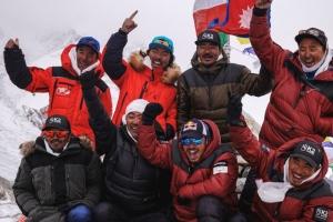 남들 돕기만 하던 네팔 산악인 10명 겨울철 K2 첫 등정, 새 역사