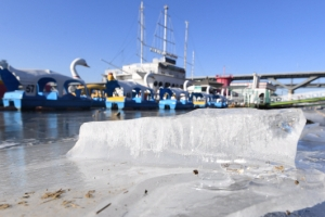 얼어붙은 한강변