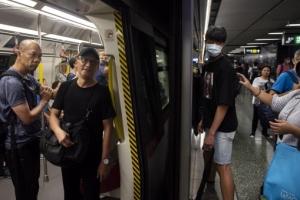 남자 둘이서…홍콩 지하철 성관계 영상 '발칵'