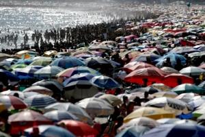 코로나19 확산에도 해수욕객으로 붐비는 브라질 해변