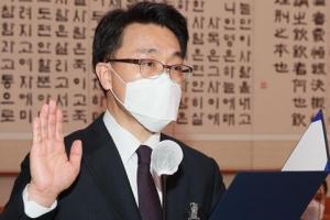 """김진욱 """"공수처는 가보지 않은 길…성역없이 수사하겠다"""""""