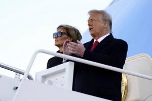 """백악관 비운 트럼프, 마지막 인사는 """"곧 다시 만날 것"""""""