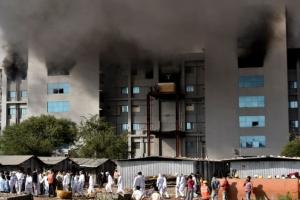 인도의 세계 최대 코로나 백신 생산시설서 불, 5명 사망