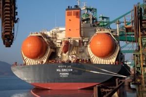 포스코 LNG 추진선 해외 운항 세계 첫 성공