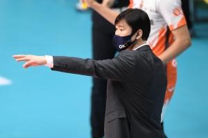 """""""이기면 1위라서… 내가 선수들 너무 다그쳤다"""" 석패 석진욱 감독…"""