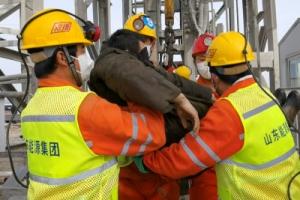 매몰 2주 만에 중국 금광 광부 한 명 구조, 나머지 10명은 구조 대…