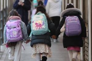 오늘부터 전국 유·초등 1~2·고3 매일 등교…코로나 2년차 새학기…