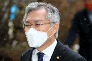 '조국 아들 인턴확인서 허위발급' 최강욱, 당선무효형