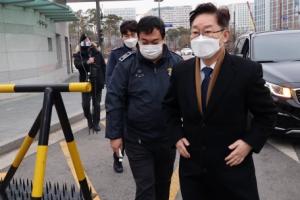 박범계 법무장관, 첫 일정으로 동부구치소 방문