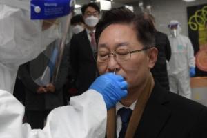 신속 항원 검사 받는 박범계 법무장관
