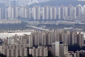 """""""부동산정책 잘못하고 있다"""" 74%…文정부 출범 후 최고치"""