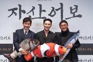 """이준익 감독 """"조선 근대성 발현 '정약전 시대' 흑백으로 담고파…"""