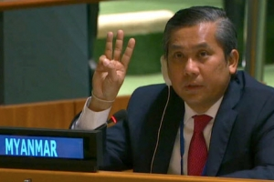 '세 손가락 경례' 하는 미얀마 유엔대사