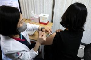 백신 접종 이상반응 97건 추가 112건…모두 '경증'