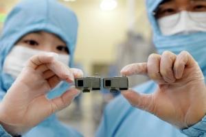 '카툭튀' 줄이고 광학줌 키우고… 삼성 '카메라모듈' 첫 출시