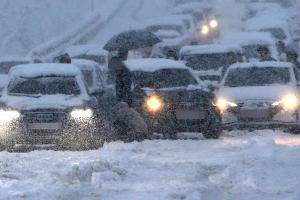 연휴 마지막날 강원 눈폭탄…차량 수백대 고립·교통사고 속출