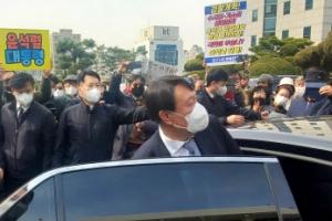'지지와 반대 사이' 윤석열 검찰총장
