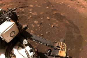 화성에 새겨진 지구로봇의 첫 바퀴자국…퍼서비어런스 주행 성공