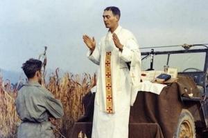 '한국전 예수' 에밀 카폰 신부 유해 70년 만에 찾았다