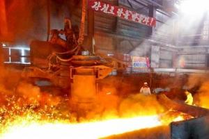 [포토] '경제발전 계획 수행' 끓어오르는 북한의 용광로