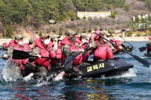 [포토] 해군 훈련병 보트 훈련