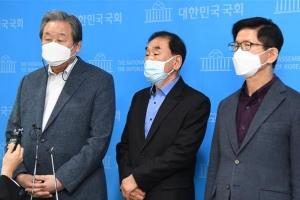 """[포토] 김무성·이재오 """"단일화 걸림돌 김종인, 즉각 사퇴해야"""""""